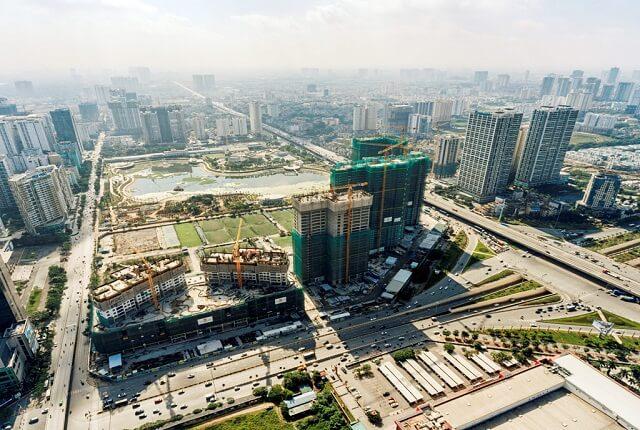 D'.Capitale, dự án tọa lạc ngay tại vị trí trung tâm với 3 mặt tiền hướng ra những cung đường lớn và hiện đại bậc nhất của Hà Nội: đường Trần Duy Hưng, đường Khuất Duy Tiến và đường Hoàng Minh Giám