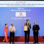 Ông Lê Khắc Hiệp - Phó Chủ tịch Tập đoàn Vingroup (đứng giữa) trong lễ vinh danh Chủ đầu tư BĐS uy tín nhất 2018