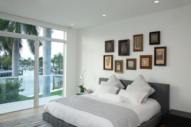 Khi kê giường ngủ bạn nên chú ý đến cung mệnh của mình và chọn hướng kê giường ngủ cho thích hợp.